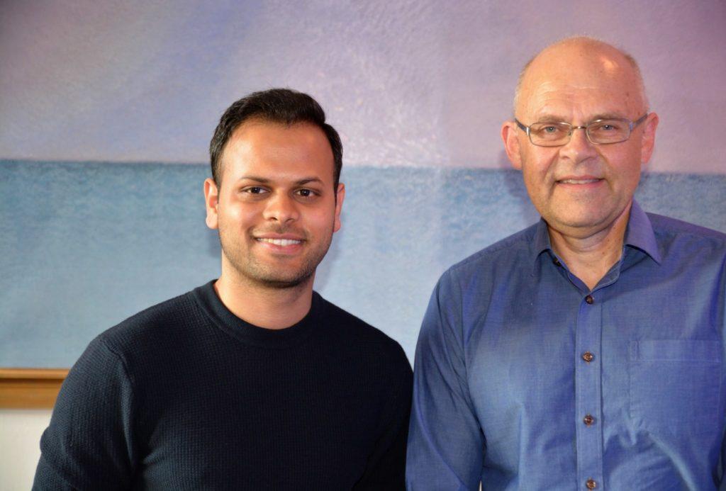 Ashutosh Kumar og Ole-Gunnar Søgnen som ledet møtet i Bergen