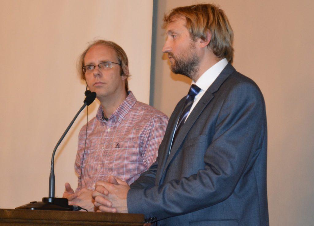 Ola Nilsen (t.v) og Anders Hammer Strømman fra møtesalen til DNVA