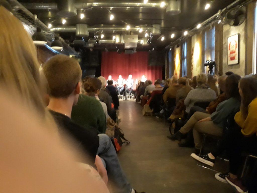 Over 160 personer i salen