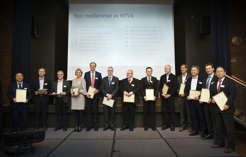 13 nye NTVA medlemmer fikk tildelt diplom og medlemsnål